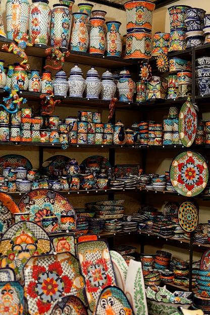 pottery in the mercado des artesanias